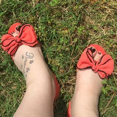 NIB FLIRTY JELLY w/ BOW OPEN FLATS NIB. Details in pic 3. Feel free to ask any questions, also the color is coral not red. ❌NO TRADES NO PAYPAL❌. Color: Coral Chinese Laundry Shoes Flats & Loafers