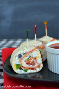 Pizza Pinwheels - easy pizza flavored appetizers that are perfect for picnics