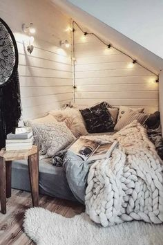 Chill Room, Cozy Room, Chill Out Room Ideas, Comfy Room Ideas, Room Design Bedroom, Room Ideas Bedroom, Book Corner Ideas Bedroom, Dream Rooms, Dream Bedroom