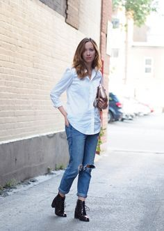 Casual look. Ripped denim with white shirt.