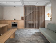 Porteous' Studio is a simple, architect designed holiday home in Edinburgh. Design studio Izat Arundell has converted a former blacksmith's workshop in Studio Apartments, Small Apartments, Small Spaces, Garage Studio Apartment, Garage Guest House, Studio Living, Up House, House Doors, Design Studio