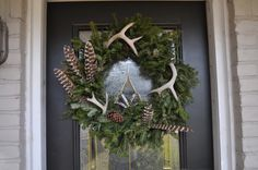 Sunday Beach: Inspiration to Reality: Christmas Wreath Hunting Wreath, Antler Wreath, Hunting Crafts, Feather Wreath, Antler Crafts, Antler Art, Feather Art, Beach Christmas, Rustic Christmas
