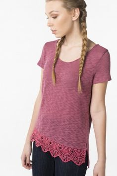 Berry t-shirt with crochet
