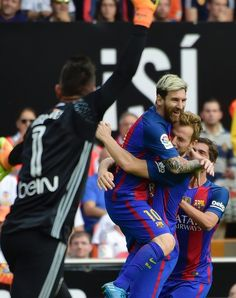 Barcelona's Argentinian forward Lionel Messi (C) celebrates a goal with teammate Barcelona's Croatian midfielder Ivan Rakitic (R) during the Spanish league football match between Valencia CF and FC Barcelona at the Mestalla stadium in Valencia on October 22, 2016. / AFP / JOSE JORDAN