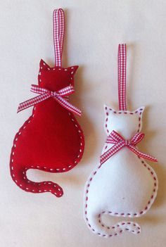 Cat Felt Christmas Ornament set of 2 by marilous on Etsy, by alissa Felt Christmas Decorations, Felt Christmas Ornaments, Handmade Ornaments, Ornaments Ideas, Dog Ornaments, Ornament Crafts, Homemade Christmas, Christmas Diy, Christmas Projects