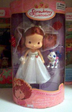 Bride Strawberry Shortcake doll (Bandi)  What?!  She's a child, right?!