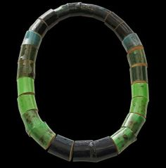 Susanne Klemm - greenwood, necklace wood, epoxy, steel
