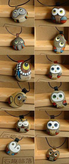 Sono troppo carini questi ciondoli in pietra realizzati con colori acrilici e presenti su duitang.com.   Per tutte le amanti dello stone ...