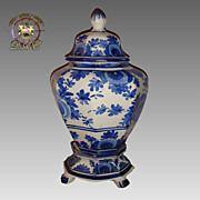 Dutch Delft Blue & White Porcelain Vase Centre Piece.