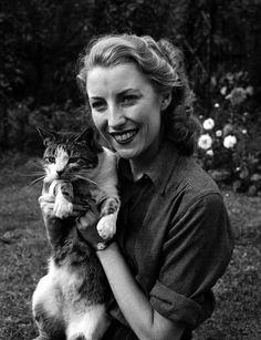 England, 1940, WWII Forces Sweetheart, singer Vera Lynn poses for a photo-shoot at her home, Vera clutches the family tabby cat (Photo by Popperfoto/Getty Images)