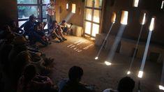 Efecto de luz cautivador, celosías cerámicas Cortesía de VACA 2015 Luz Natural, Natural Light, Archdaily Mexico, Research Institute, Nature, Natural Building, Cob Houses, Cow, Community