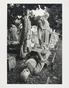 Alfred Eisenstaedt, Marble Statues in the Garden of Bellevue Castle, West Berlin, 1979 (printed 1980), Harvard Art Museums/Busch-Reisinger Museum.