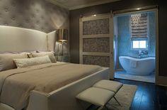 Graue Paneele mit Polster passen sehr gut zu einem weißen Bett