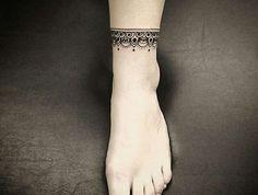 tatouage bracelet cheville tattoo pied style chaine