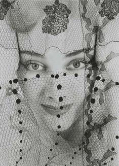 Edward Steichen :: Violettes de Montezin for Point de Vue de Vogue, French Vogue, October 1938