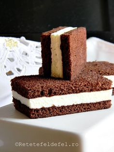 prajitura kinder felie de lapte 005 Blondies, Cheesecakes, Vanilla Cake, Sweet Treats, Deserts, Dessert Recipes, Food And Drink, Yummy Food, Favorite Recipes