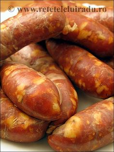 Carnati in stil chorizo Homemade Chorizo, Homemade Sausage Recipes, Spicy Sausage, Cookbook Recipes, Meat Recipes, Mexican Food Recipes, Cooking Recipes, Home Made Sausage, Sausage Making