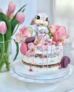 Bunny cake - Cake Art ۰❀۰ ະ✧MadnessintheMethod✧ະ cake art cupcake art Fancy Cakes, Cute Cakes, Pretty Cakes, Beautiful Cakes, Amazing Cakes, Blackberry Cake, Easter Bunny Cake, Baby Birthday Cakes, Rabbit Cake