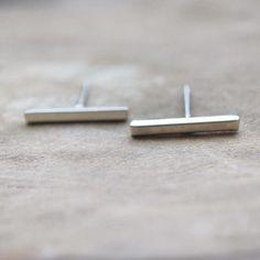 Less is more! Kenmerkend voor de trend van dit moment: simpele oorbellen! We komen ze tegen in verschillende varianten, zoals deze razend populaire 'bar' variant. Gespot bij menig blogger en celebrity en een echte musthave in jouw sieradencollectie.€4.95