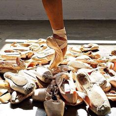 Bloch Pointe Shoes  How many pointe shoes do you think you have worn since you started dancing?  #Repost @bloch_leotards  #bloch #ballet #blocheu #dance #blochdance #enpointe #blochdanceeurope #pointeshoes #blochpointeshoes #blochballetshoes #blocheurope #dance