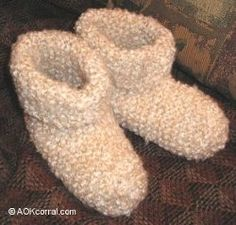 Beginner SLIPPERS Knitting Needle Size: 10 or 6 mm Yarn Weight: (6) Super Bulky/Super Chunky (4-11 stitches for 4 inches)