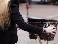 Hermes and a bike Hermes H Bracelet, People With Glasses, New Fashion Trends, Womens Fashion, Hipster Hairstyles, Cycle Chic, Girls Shopping, Trendy Outfits, Trendy Clothing