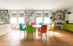 The refurb of a central London flat: pop-art design meets mural art. Boldly painted chairs in contrasting colours. Each member of this family has its own colour. | @lammhults @kartelldesign floslighting #designbest |