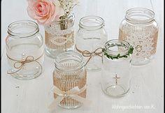 Ein Windlicht für die Tischdeko zur Kommunion, Konfirmation, Taufe oder auch kirchlichen Hochzeit. Ich biete hier aus alten Gläsern dekorierte Windlichter an, die auch sehr gut als Vase genutzt...