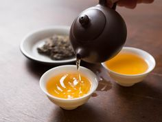 Where to Buy Amazing Tea Online It's all too easy to become overwhelmed when buying tea online—who can you trust when you can't take a taste? Here are 15 sources for everything from robust black teas to obscure aged oolongs. Te Chai, Buy Tea Online, Pu Erh Tea, Tea Culture, Salud Natural, Oolong Tea, Chinese Tea, Best Tea, Serious Eats