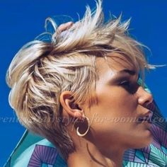 ✂️❤️✂️❤️✂️❤️ - New Site Messy Pixie Haircut, Shaggy Short Hair, Edgy Short Hair, Short Hair With Layers, Short Hair Cuts For Women, Curly Weave Hairstyles, Cute Hairstyles For Short Hair, Diy Hairstyles, Cheveux Courts Funky
