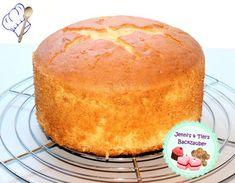 High sponge cake suitable for theme cakes Jenni's & Tim's baking magic The post High sponge cake suitable for theme cakes appeared first on Dessert Park. Easy Cake Recipes, Cookie Recipes, Dessert Recipes, Dessert Blog, Naked Cakes, Birthday Cakes For Men, Cake Blog, Chocolate Glaze, Sponge Cake