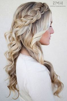 40 Homecoming Hairstyles for Long Hairstyles in 2019 40 Homecoming Hairstyles for Long Hairstyles in Homecoming despite the fact that it is a less formal occasion, regardless you will need to parade a chic homecoming haircut. Your hair updos do need Prom Hairstyles For Long Hair, Braided Hairstyles For Wedding, Fancy Hairstyles, Down Hairstyles, Hairstyles 2018, Bridal Hairstyles, Spring Hairstyles, Junior Bridesmaid Hairstyles, Homecoming Hair Down