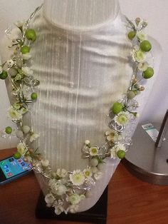 Floral necklace workshop with Sara Barrow
