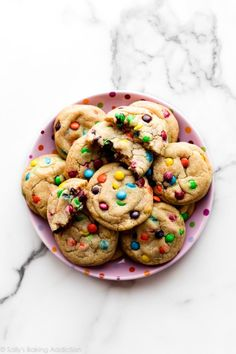 How to make buttery soft and chewy M&M cookies on sallysbakingaddiction.com Yummy Treats, Sweet Treats, Yummy Food, Tasty, Great Desserts, No Bake Desserts, Easy Cake Recipes, Dessert Recipes, Chocolate Cake Recipe Easy