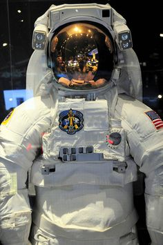 nasa space suit | NASA Space Shuttle Space Suit at National Air and Space Museum ...