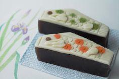 今日は子どもの日    和菓子 「鯉のぼり」 と「べこもち」 : ふつうのコト