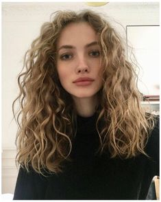 Wavy Curly Hair Cuts, Haircuts For Wavy Hair, Medium Hair Cuts, Medium Hair Styles, Curly Hair Styles, Natural Wavy Hair Cuts, Medium Length Wavy Hairstyles, Natural Wavy Hairstyles, Naturally Wavy Hair