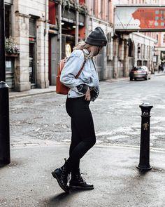 A helpful DIY guide to getting that platinum blonde hair colour you've always wanted! Vintage Hairstyles, Bun Hairstyles, Updo Hairstyle, Wedding Hairstyles, High Bun Hair, Hair Buns, Silver Grey Hair Dye, Diy Distressed Jeans, Brassy Blonde