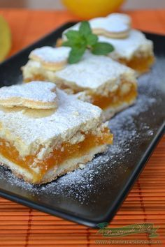 Am facut cu branza de vaci/ farmers cheese la aluat am add 1 cup of heavy whipping cream. O sa fac si cu mere No Cook Desserts, Sweets Recipes, Easy Desserts, Cake Recipes, Romanian Desserts, Romanian Food, Yummy Treats, Sweet Treats, Yummy Food