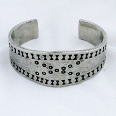 Repro bracelet is based on a silver one that was found in the Curedale hoard from Lancashire, England in 1840.Viking Cuff Bracelet - Large