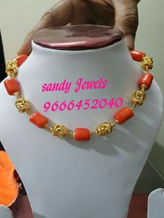 Pearl Necklace Designs, Beaded Jewelry Designs, Bead Jewellery, Jewelry Patterns, Jewelery, Gold Jewelry Simple, Coral Jewelry, India Jewelry, Pearl Chain