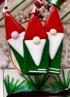 Idea - but in paper not glass Fused Glass Gnome Ornaments Fused Glass Ornaments, Gnome Ornaments, Fused Glass Jewelry, Fused Glass Art, Stained Glass, Glass Christmas Decorations, Glass Christmas Ornaments, Christmas Clay, Christmas Crafts