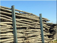 Zulu fence, 8 - 10 cm, We offer excellent raw materials for building fences from Europe's most durable tree!, Industrial loft Möbel Garden borders, home de Garden Poles, Garden Stakes, Garden Bridge, Wooden Floor Tiles, Wooden Flooring, Tile Floor, Loft Furniture, Garden Furniture, Zulu