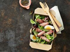 Fleisch, Eier, Kapern, Kräuter – diese genialen Roastbeef-Häppchen bieten Wohlgeschmack in kompakter Form.