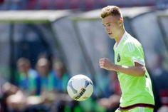 Daley Sinkgraven baalt behoorlijk van het duel tegen FC Twente zaterdagavond. De jonge middenvelder was grotendeels afwezig in de Grolsch Veste en baalt als een stekker van het 2-2 gelijkspel tegen de Tukkers. AjaxLife had na afloop van het duel in Overijssel een gesprek met de oud-speler van sc Heerenveen.