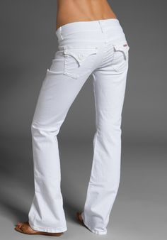 I don't share much but these Beth Baby Bootcut are a MUST HAVE! I love to share a great find and fit! I Love Fashion, Denim Fashion, Women's Fashion, Fashion Design, White Outfits, Trendy Outfits, White Clothing, Summer Fashions, Summer Pants
