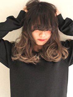 黒の髪色ベースのグラデーションカラー