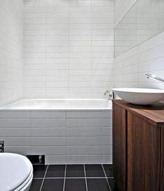 Pretty bathroom with tub and mirror