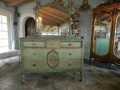 Paris Flea Market   Wonderful Vintage Treasures For Your Home