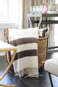Living Room Storage For Blankets - Stylish Storage Baskets to Organize Your Entire Life. Living Room Storage, Home Living Room, Living Room Designs, Style At Home, Blanket Basket, Basket With Blankets, Throw Blankets, Style Me Pretty Living, Blogger Home